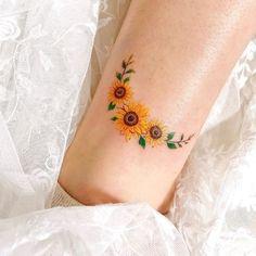 Mini Tattoos, Circle Tattoos, New Tattoos, Body Art Tattoos, Small Tattoos, Tatoos, Finger Tattoos, Piercing Tattoo, Arm Tattoo