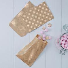 _*Süßigkeitentüten im aktuellen Kraft-PolkaDot Design*_ _*diese Give Away Bags in Packpapier-Optik mit Tupfen aus Goldfolie sind das Highlight für Ihre Gastgeschenke*_ Material: Papier Größe: ca....