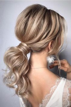 ponytail hairstyles # Wedding Hairstyles ponytail Gorgeous Ponytail Hairstyle Ideas That Will Leave You In FAB - Fabmood Medium Hair Styles, Curly Hair Styles, Updos For Medium Hair, Medium Hair Ponytail, Medium Hair Wedding Styles, Fine Hair Updo, Hair Medium, Summer Wedding Hairstyles, Hairstyle Wedding