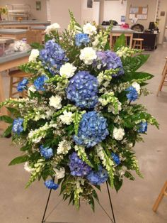Funeral Spray By Jennifer Boyd Designs Facebook Com Jenniferboyddesigns Jenniferboyddesigns Etsy Funeral Floral Funeral Floral Arrangements Memorial Flowers