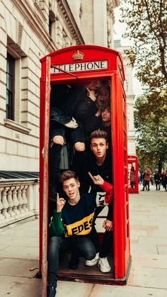 And here we have them (drumroll) . the biggest wdw stalkers.️ You can be proud to call yourself a Limelight and just keep supporting the boys. Jack Avery, Corbyn Besson, Zach Herron, Pop Americano, Why Dont We Imagines, Why Dont We Band, Band Pictures, Workout Memes, Future Boyfriend
