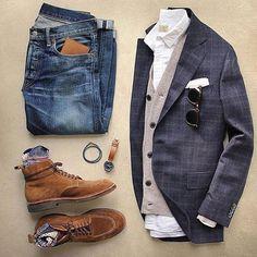RG @thedapperedman_ Walking in a winter wonderland...layer up ❄️ ____________________________________ #gentlemen #dapper #photooftheday #mensfashion #styleblogger #fashionstyle #beard #fashion #success #instagood #vscocam#fashion#inspiration #style #instalike #goals #vintage#quote #manhattan #nyc #instafashion #tattoo #ink #classic#goodmorning #ootd #snow#menswear#suit#tie#jcrew