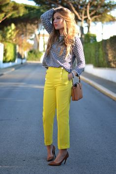 Front Button Yellow Crop Trousers | Definitely gorgeous outfit! #youresopretty
