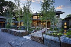 Built next to the Snake River in sparsely-populated Wyoming, this house features influences from two very different types of surroundings. Designed by Carney Logan Burke Architects, the residence occupies...