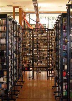 Mokuba, la tienda de las cintas en Barcelona   DolceCity.com Shopping In Barcelona, Barcelona Shop, Belle Boutique, Quilt Material, Fabric Yarn, Yarn Shop, Craft Shop, Haberdashery, Cool Places To Visit