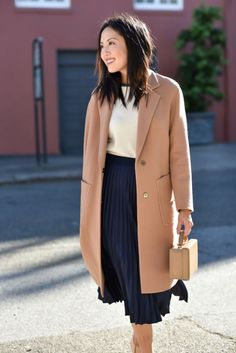 a casual work look with a navy pelated midi, a white top, a blush straight coat and a stylish bag Navy Skirt Outfit, Pleated Skirt Outfit, Skirt Outfits, Fall Outfits, Pleated Skirts, Work Outfits, Pleated School Skirt, Blouse And Skirt, Maxi Dresses