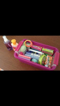 Emergency kit for school. I need to make one of these!! Better than bringing everything and lugging it around in a purse!