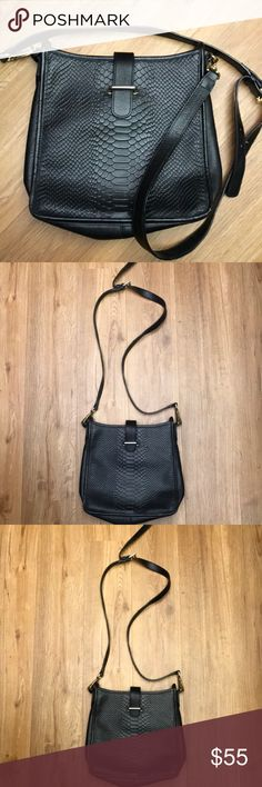 Gigi New York black cross body bag Gigi New York bag in preowned good condition GiGi New York Bags