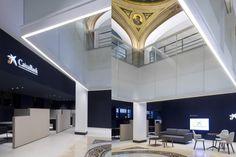 El edificio, de gran interés arquitectónico, se construyó en el año 1929 como sede del extinto Banco Zaragozano. Obra del arquitecto Roberto García Ochoa, sobre sus diez plantas destaca el esbelto …