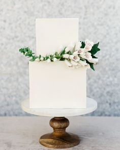 Happy Friday everyone! If you need us we'll be dreaming of something sweet like this chic white wedding cake! Who wants a slice? Photo: via Cake: Black Wedding Cakes, Unique Wedding Cakes, Beautiful Wedding Cakes, Wedding Cake Designs, Wedding Cupcakes, Artisan Cake Company, Fresh Flower Cake, Fresh Flowers, Flower Cakes