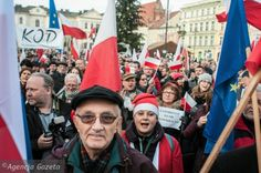 Paweł Kukiz zadedykował dziś na Facebooku obrońcom demokracji jedną ze swoich piosenek. Oto, co ma do powiedzenia demonstrującym.