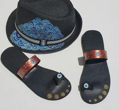 Eye Flip Flops, Eyes, Sandals, Fashion, Slide Sandals, Moda, Shoes Sandals, Fashion Styles, Beach Sandals