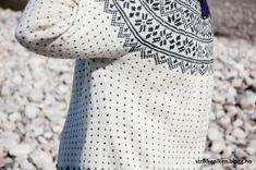 Bilderesultat for Telemarkskofte Needlepoint, Knit Crochet, Sewing, Knitting, Crochet Ideas, Barn, Dressmaking, Converted Barn, Couture