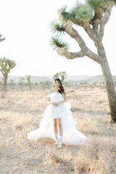 This Joshua Tree Elopement featured some rad, fashion- forward wedding outfits and DIY dried flower bouquets and centerpieces! Dried Flower Bouquet, Flower Bouquets, Bridal Portrait Poses, Elopement Reception, Bride Suit, Most Beautiful Images, Bridal Pictures, Green Wedding Shoes, Bridal Looks