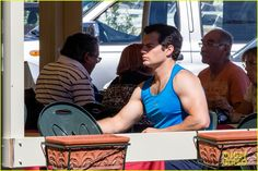 henry cavill shows off muscular arms for man from uncle 12 Henry Cavill shows off his super muscular arms while filming a scene on a boat in the water for The Man from U.N.C.L.E. on Thursday (September 26) in Naples, Italy.…