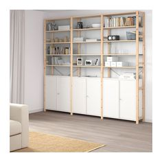 IKEA - IVAR, 3 odd./skř./police, Masivní borovice je přírodní materiál, který stárne s půvabem a časem získává svůj typický vzhled.Skříňka je kompatabilní s úložným systémem IVAR, ale můžete ji umístit i samostatně.