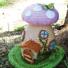 Just stumbled across this website, and found this cutie fairy house. Free Patterns  <3 craftyiscool.com