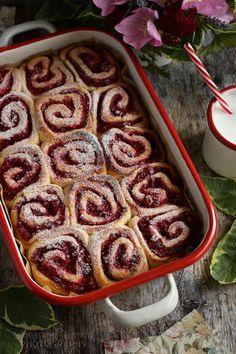 Málnás csiga recept - Kifőztük, online gasztromagazin Creative Cakes, Desert Recipes, Apple Pie, Waffles, Sausage, Cake Recipes, French Toast, Deserts, Food And Drink