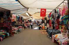 lauluni sadepäivän varalle: Tosmurin torstaimarkkinat #bazaar #alanya #turkki #turkey #travel