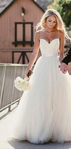 White wedding dress. Brides dream of finding the perfect wedding ceremony, but for this they need the ideal wedding outfit, with the bridesmaid's outfits enhancing the brides dress. Here are a variety of tips on wedding dresses.