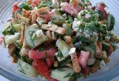 Фото к рецепту: Салат с крабовыми палочками и сухариками