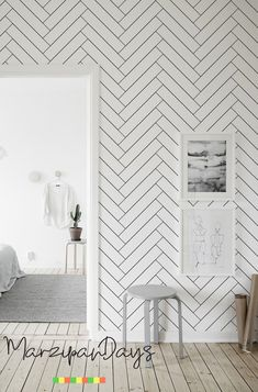 Herringbone pattern wallpaper - Black and white minimalist wallpaper, Removable wall mural, pattern, Self adhesive or traditional - Techos de interiores Herringbone Wallpaper, Herringbone Pattern, Bathroom Wallpaper Trends, Wall Wallpaper, Wallpaper Shops, Accent Wallpaper, Removable Wall Murals, Black And White Wallpaper, White Pattern Wallpaper