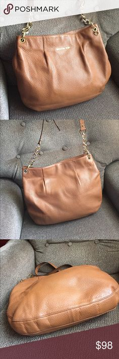 Michael Kors leather bag 💼 Cute leather bag exselence condition KORS Michael Kors Bags Crossbody Bags
