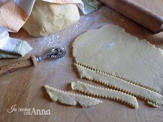 Oggi prepariamo la pasta frolla un impasto base molto utilizzato nella pasticceria,ottimo per preparare basi per crostate...
