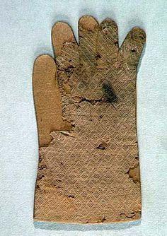 Silk gloves used for devotional purposes in ca 1300-1325,Metropolitan museum of art, New York