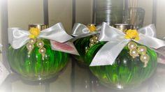 aromatizador de ambientes de varetas com uma combinação de aromas deliciosos de limão siciliano, pitanga e um toque de canela com pó cosmético dourado na composição em um charmosíssimo vidro - acompanha 8 varetas