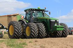 Old John Deere Tractors, Farmall Tractors, John Deere Equipment, Heavy Equipment, Big Monster Trucks, John Deere Combine, Tractor Accessories, Modern Agriculture, Caterpillar Equipment