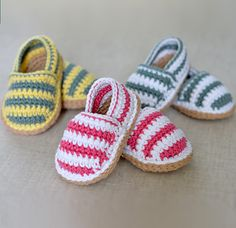 CROCHET PATTERN for cute little Stripy Espadrille Shoes for Baby. These are nice, simple shoes for boys or girls - have fun choosing some nice bright colors in soft cotton dk yarn. Or simply make them in one single color - the possibilities are endless an Baby Shoes Pattern, Shoe Pattern, Baby Patterns, Crochet Patterns, Knitting Patterns, Crochet Baby Shoes, Crochet Baby Booties, Crochet Slippers, Crochet Bebe