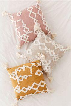 9 Safe Clever Ideas: Decorative Pillows Ideas Floor Cushions decorative pillows on bed yellow.Decorative Pillows Cases Cushion Covers decorative pillows on sofa pottery barn.Decorative Pillows On Sofa Pottery Barn. Boho Pillows, Diy Pillows, Couch Pillows, Pillow Ideas, Colorful Throw Pillows, Bolster Pillow, Cheap Throw Pillows, Beige Pillows, Pillow Patterns