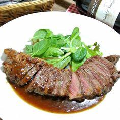 スーパーで閉店直前に売られている、お得な安い肉。コレさえすれば簡単に美味しくなる、裏ワザを紹介!