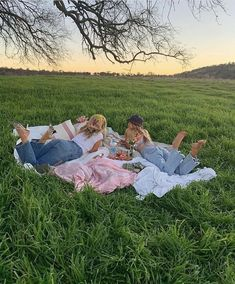 sweet summertime 🦋 spotify: on We Heart It Best Friend Pictures, Friend Photos, Bff Pictures, Family Pictures, Travel Pictures, Shooting Photo Amis, Summer Goals, Summer Aesthetic, Nature Aesthetic