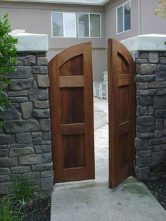 Wooden Gate Door, Wood Gates, Wooden Garden Gate, Fence Gates, Wooden Arch, Garden Doors, Garden Gates, Fences, Patio Ideas