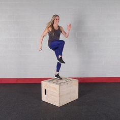 Body-Solid 3-Way Wood Plyo Box      Whether beginning to integrate plyometric boxes into your workout routine or you're an advanced jumper, the Body-Solid Wood Plyo Box is for you!