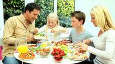 In Italia 10 milioni senza pasti adeguati. Effetto crisi: una famiglia su quattro per l'Istat è in una situazione alimentare critica