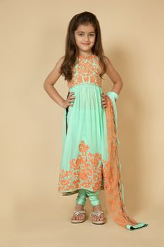 Crinkle georgette kurta with chanderi pants embellished with aari work. Item number KG15-08