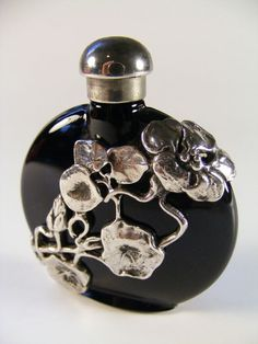 Black glass perfume scent bottle with silver overlay, Art Nouveau floral motif. Antique Perfume Bottles, Vintage Bottles, Art Nouveau, Art Deco, Bottles And Jars, Glass Bottles, Perfumes Vintage, Beautiful Perfume, Bottle Art