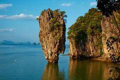 Ko Tapu es la célebre formación rocosa que ha hecho famoso al Parque Natural de Ao Phang Nga y la ba... - Corbis. Texto: Redacción Traveler