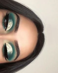 50 Stunning Christmas Green Eyeshadow Makeup Ideas You Must Know Page 37 of 50 Cute Hostess For Modern Women Dramatic Eye Makeup Christmas cute eyeshadow GREEN Hostess ideas makeup Modern Page Stunning Women Makeup Eye Looks, Eye Makeup Art, Eyeshadow Makeup, Makeup Tips, Eyeliner, Eyeshadow Palette, Uk Makeup, Makeup Geek, Yellow Eyeshadow