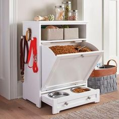 Enjoy the convenience of food leash and toy storage plus a feeding station all in one stylish compact space with our Pet Feeder Genius Solutions for Your Pets in the Kitchen Animal bones and scrap meat or fat may be used to make an extreme Diy Casa, Dog Rooms, Pet Feeder, Home Organization, Diy Furniture, Dog Crate Furniture, Furniture Storage, Friends Furniture, Compact Furniture