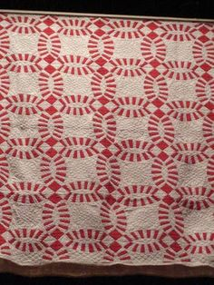 Selvage Blog: Red and White Pieced Quilts, Double Wedding Ring quilt.