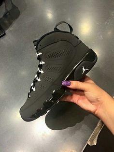 sale retailer 3f7a5 16fe3 Negro el color perfecto Womens Jordans Shoes, Jordan Shoes For Women, Retro  Jordan Shoes