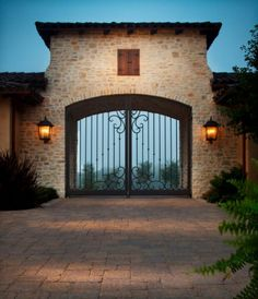Make every entrance grand with a beautiful driveway featuring Belgard pavers. Entrance Gates, House Entrance, Grand Entrance, Tor Design, Gate Design, House Design, Driveway Lighting, Driveway Entrance, Stone Driveway