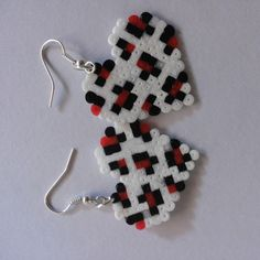 Heart earrings hama beads by hamabeadsart Hama Beads Jewelry, Quilling Jewelry, Fuse Beads, Bead Jewellery, Beaded Jewelry, Jewlery, Perler Earrings, Bead Earrings, Mini Hama Beads