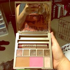 Urban Decay Naked on the Run Great palette, comes with lipgloss that's never been used. Mascara and eyeliner not included. Urban Decay Makeup