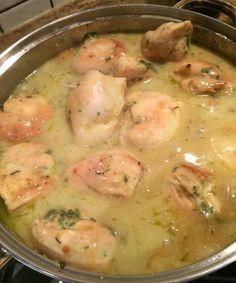 http://www.muzatv.com/aktualnosci/kuchnia/3464-piersi-kurczaka-faszerowane-feta-i-szpinakiem-w-sosie-z-bialego-wina.html