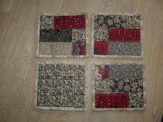 Krusbrikker efter egen mønster - se tutorial her: http://patchworkstuen.wordpress.com/2011/02/19/krusbrikker-som-vaertindegave/